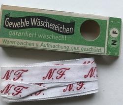 Initial - N.F.  Lint 1 cm breed
