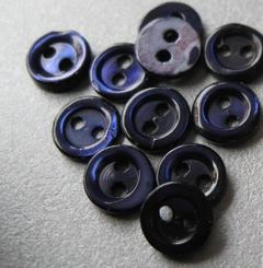 6 Perlmuttknöpfe  6 mm