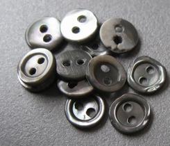 6 Perlmuttknopfe  6 mm