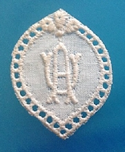1 Monogram  A.U. of  U.A.  3 x 2,5 cm