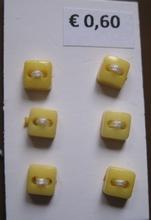 6 knoopjes - geel  5 mm