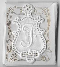 6 Monogrammen F.J.  4,5 x 2,5 cm