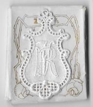 6 Monogrammen R.V.  4,5 x 2,5 cm