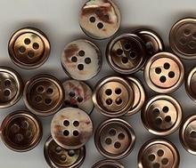 Parelmoerknoop - bruin  11 mm