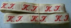 1 Initiaal - Lint K.T.  Lint 1 cm breed