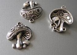 1 Tibetan Silver Paddestoel  20 x 19 mm