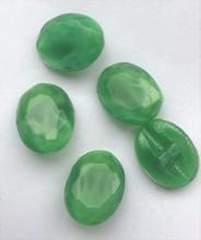 Glasknoop - groen  13 x 10 mm