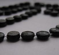 50 zwarte kralen gitjes op streng  7 mm
