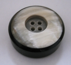 1 Buffelhoornknoop  34 mm