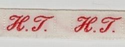 1 Initiaal - Lint H.T.  Lint 1 cm breed