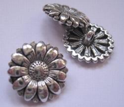 Bloem - Knoop / zilverkleur  17 mm