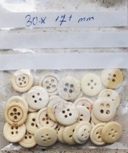 6 Buttons - Bone 17 mm