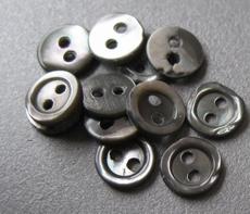 6 Parelmoerknoopjes - grijs 6 mm