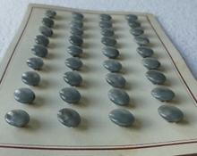 36 Knöpfe auf Kart 11 x 8 mm