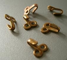 25 Hooks 9 x 7 mm
