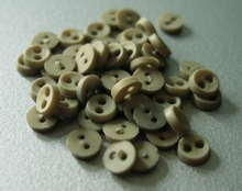 6 miniknoopjes - legergroen 4 mm